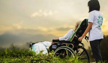 Evde Hasta ve Yaşlı Bakmak